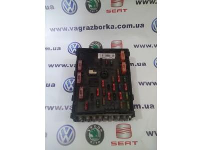 Коммутационный блок предохранителей моторного отсека Volkswagen Paasat B6-B7, 3c0937125