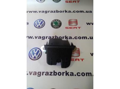 Замок крышки багажника Skoda Octavia/Fabia/Superb/Roomster, Seat Altea/Toledo/Leon , Volkswagen Passat B6/B7