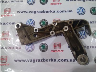 Консоль правая для Skoda Octavia, Yeti, Superb / Seat Leon , Toledo, Altea/ Volkswagen Passat B6-B7, Golf 5-6  1K0199296F   1K0199296E